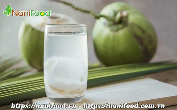 Trong nước dừa có chứa nhiều axit lauric